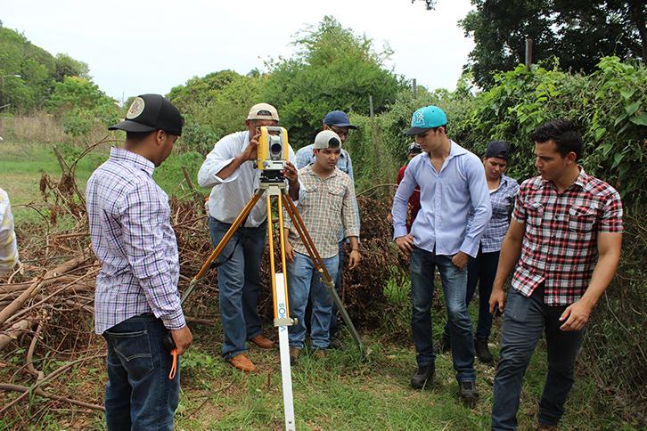 Servicio de Agrimensura por el CEI - Azuero